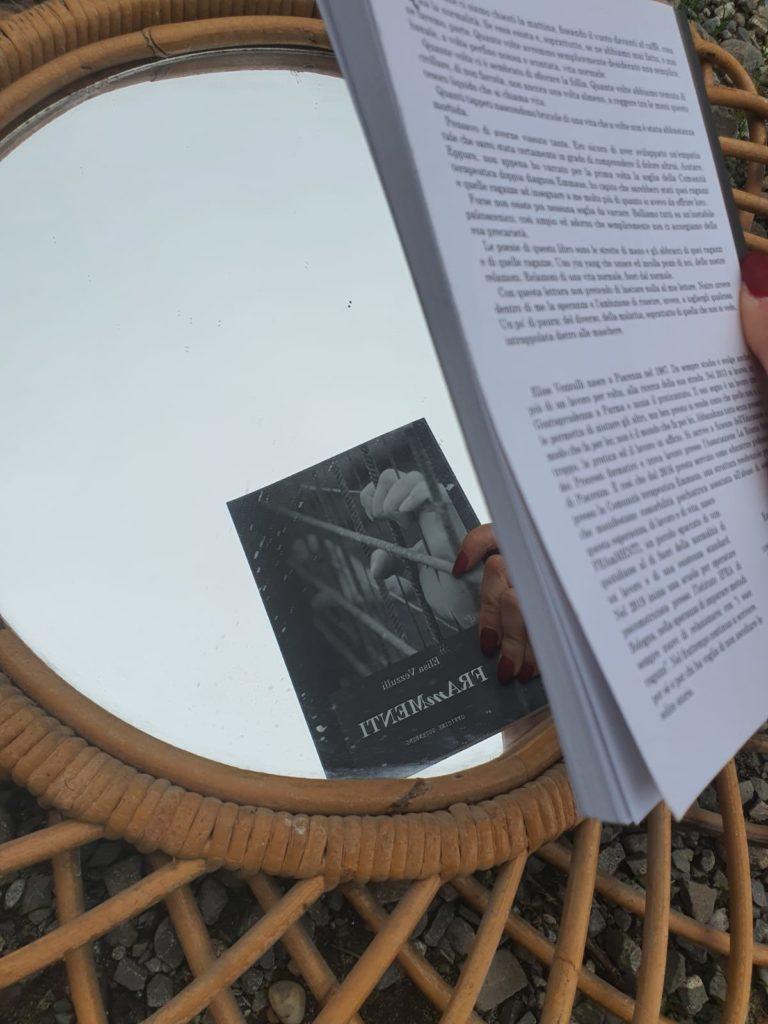 Frammenti è il primo libro di poesie di Elisa Vezzulli